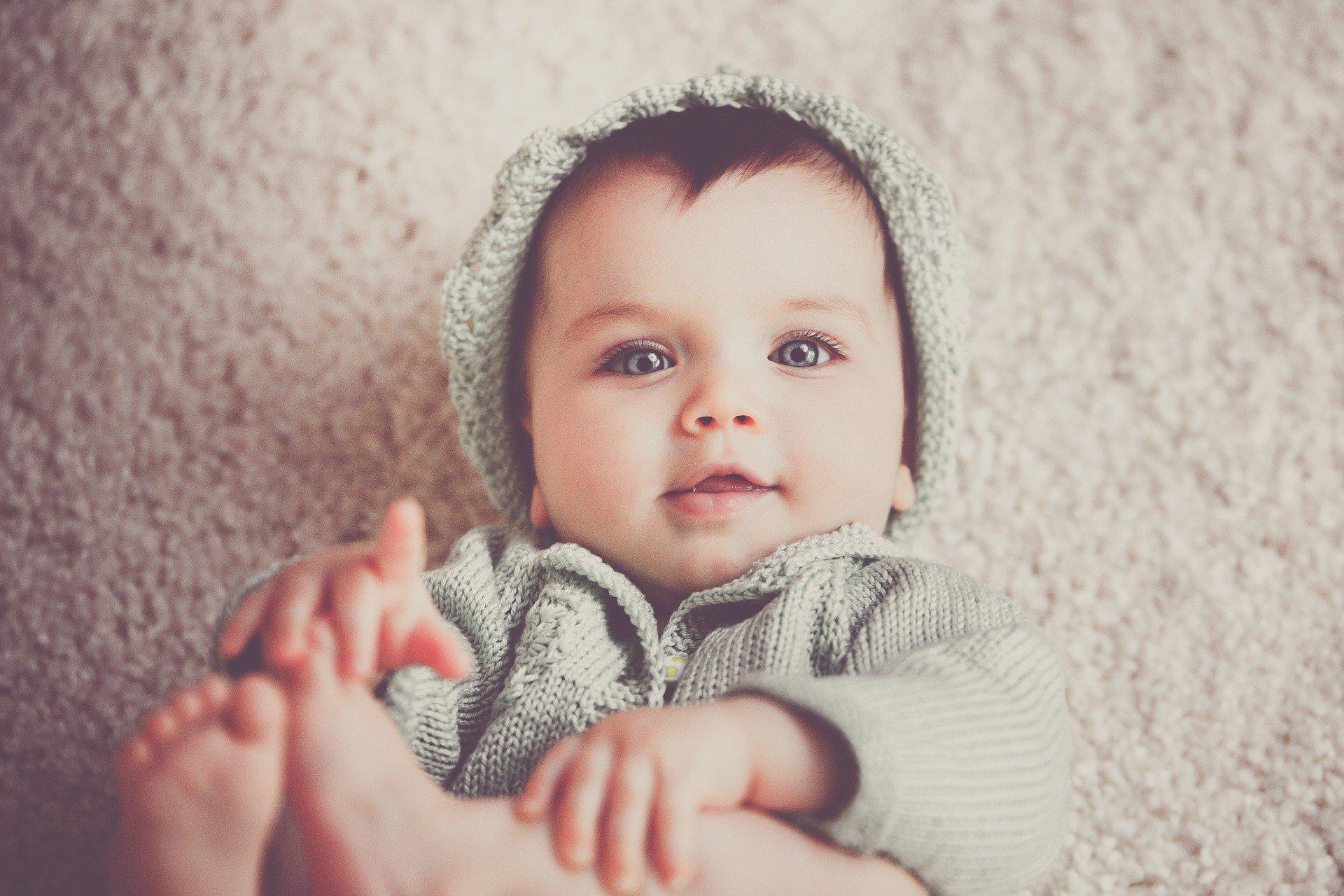 nyfødt, pige, stirre